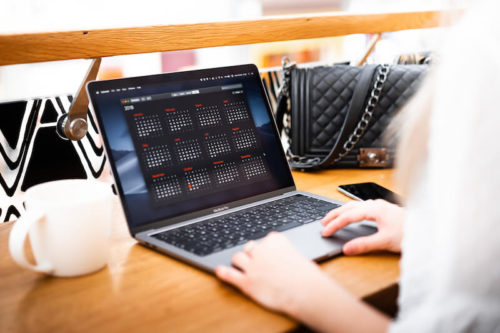 woman-freelancer-working-on-her-laptop-picjumbo-com